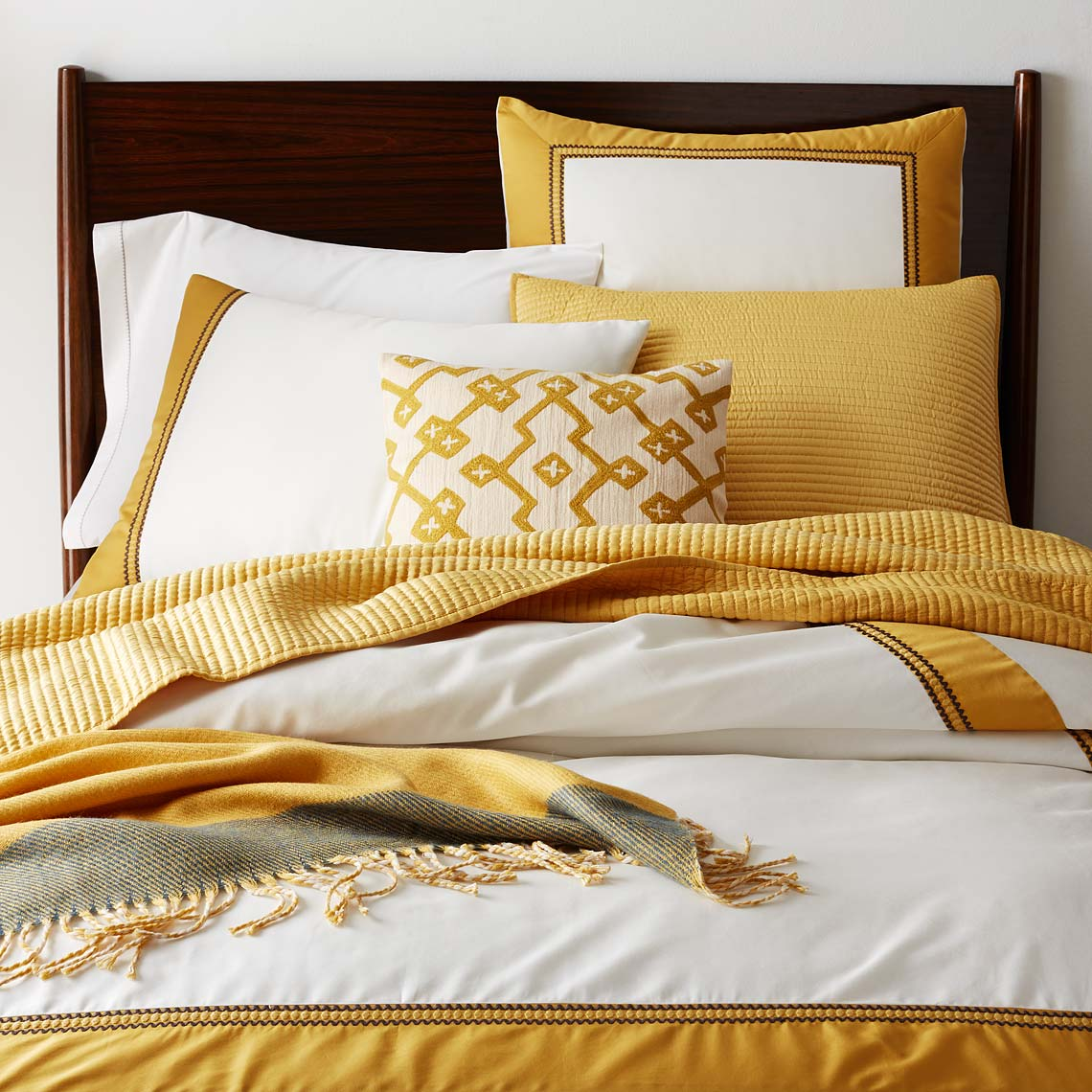 009_bedding-collection-7-embroidered-frame-duvet-hr-pip-sp15_237