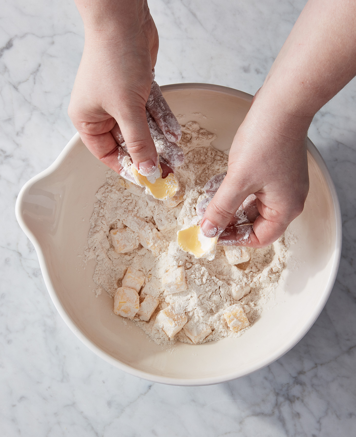 CH1_how-to-mix-pie-dough_erin-mcdowell_book-on-pie_2019-10-28_mark-weinberg_0141